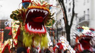 Des membres de la communauté chinoise fêtent le Nouvel An chinois à Paris, le 14 février 2016. (Photo d'illustration) (GEOFFROY VAN DER HASSELT / AFP)