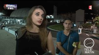 Capture d'écran d'un sujet tourné devant l'hôpital Pasteur à Nice (Alpes-Maritimes), dans la nuit du 14 au 15 juillet 2016, alors que les victimes affluent vers l'établissement. (FRANCE 2)