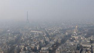 Paris, le 18 mars 2015 lors d'un pic de pollution. (GONZALO FUENTES / REUTERS)
