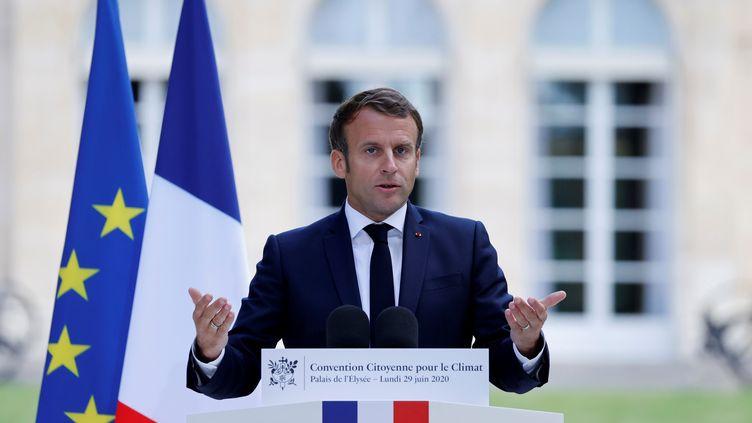Emmanuel Macron lors de son discours devant les membres de la Convention citoyenne pour le climat, le 29 juin 2020, au palais de l'Elysée à Paris. (CHRISTIAN HARTMANN / REUTERS)