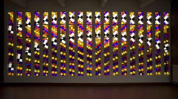"""Henri Matisse, """"Les Abeilles"""", 1954-1955. Vitrail réalisé d'après un carton de 1948 par l'Atelier Bony. (SUCCESSION H. MATISSE 2013 / PHILIP BERNARD / MUSEE DEPARTEMENTAL MATISSE DU CATEAU-CAMBRESIS)"""