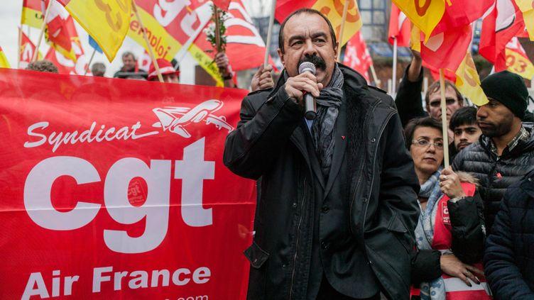 (Les salariés avaient manifesté en décembre dernier, en faveur des deux pilotes accusés. Manifestation menée par Philippe Martinez, secretaire general de la CGT © MaxPPP)