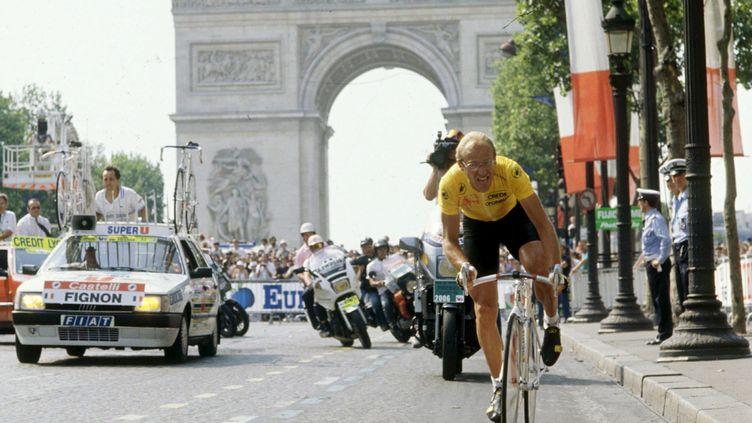 Laurent Fignon dans le contre la montre sur les Champs-Élysées du Tour de France 1989. (BOUTROUX / PRESSE SPORTS/EPA / MAXPPP)
