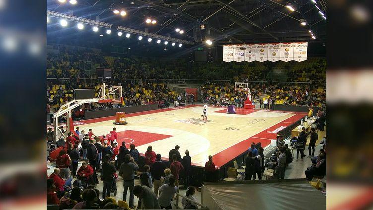 Les spectateursconfinés dans le Rhénus Sport de Strasbourg (Bas-Rhin), le 11 décembre 2018. (ARNAUD BAUR / TWITTER)