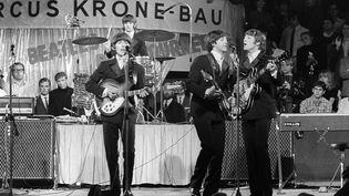 Les Beatles se produisent en concert, le 18 juin 2002, à Munich (Allemagne). (RAUCHWETTER / DPA / AFP)