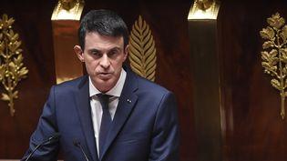 Le Premier ministre, Manuel Valls, s'adresse aux députés le5 février 2016 à l'Assemblée, lors du débat sur le projet de révision constitutionnelle. (LIONEL BONAVENTURE / AFP)