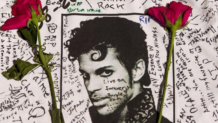 Dédicace post mortem à Prince à l'Apollo Theatre de New York  (Andres Kudacki/AP/SIPA)