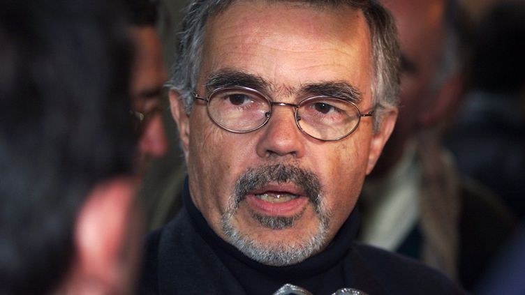 Jean-Pierre Escarfail, le 5 avril 2001 au palais de justice de Paris, après la condamnation de Guy Georges, qui a violé et tué sa fille. (JACK GUEZ / AFP)