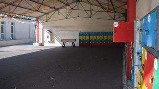 Un collège désert, le 24 mars 2020 à Ploemeur (Morbihan). (MANON CAVERIB?RE / HANS LUCAS / AFP)