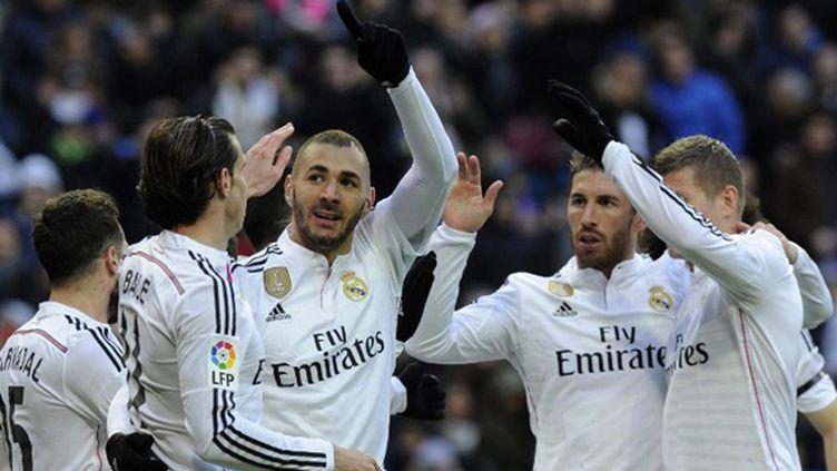 Benzema félicité par ses coéquipiers du Real Madrid (CURTO DE LA TORRE / AFP)
