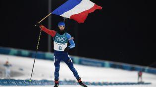 En remportant la poursuite lundi 12 février 2018 à Pyeongchang (Corée du Sud), Martin Fourcade a remporté le troisième titre olympique de sa carrière, la première de ses trois médailles d'or en Corée du Sud. (FRANCK FIFE / AFP)