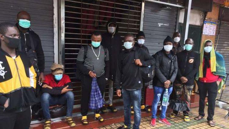 Des résidents africains de Guangzhou, dans le sud de la Chine, expulsés de leur habitation, 9 avril 2020. (EYEPRESS NEWS)