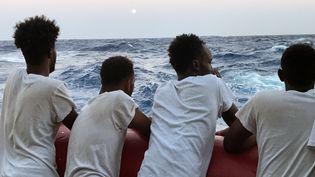 Des migrants soudanais à bord du navire humanitaire Ocean Viking, le 14 août 2019 en mer Méditerranée (ANNE CHAON / AFP)