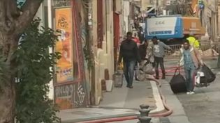 """Avec le hashtag """"Balance ton taudis"""", les Marseillais s'indignent de l'état des habitations dans la cité phocéenne (Bouches-du-Rhône), après l'effondrement de trois immeubles lundi 5 novembre. (FRANCE 2)"""