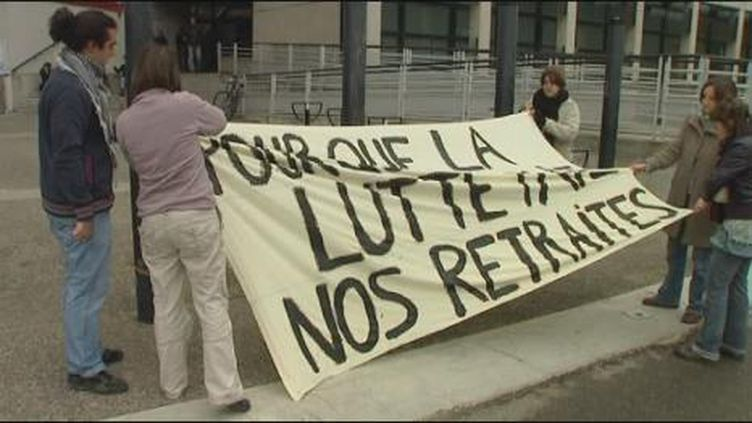 Le lycée François Magendie de Bordeaux bloqué par les lycéens (France 2)