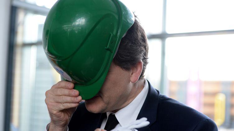 Arnaud Montebourg lors d'une visite chez Vallourec, le 15 avril 2013, à Düsseldorf (Allemagne). (PATRIK STOLLARZ / AFP)