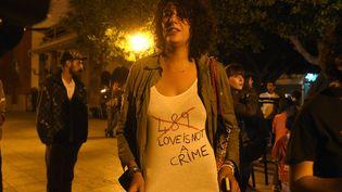Une militante portant le numéro 489 en référence à l'article condamnantl'homosexualité au Maroc, à Rabat le 15 juin 2016. (FADEL SENNA / AFP)