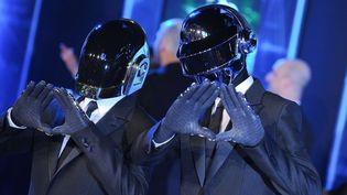 Daft Punk (Guy-Manuel de Homem Christo et Thomas Bangalter) le 11 décembre 2010 à Hollywood (Los Angeles, Etats-Unis). (MARCOCCHI GIULIO/SIPA / SIPA USA)