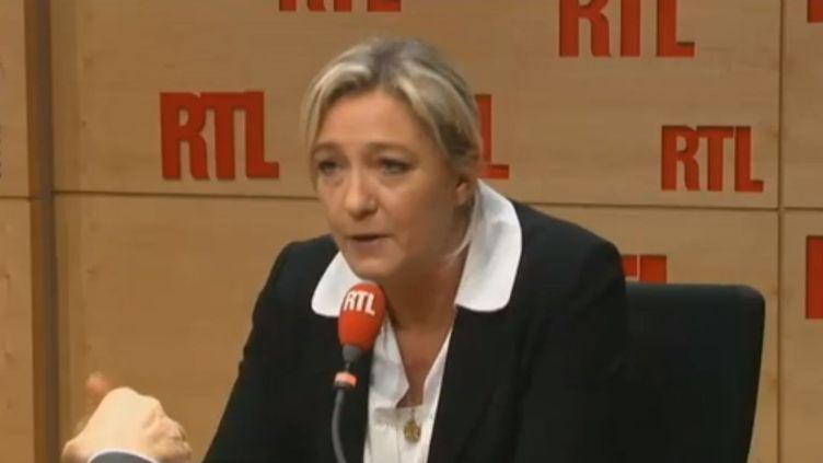Marine Le Pen dans les studios de RTL, le 14 janvier 2013. (RTL / FRANCETV INFO)