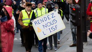 """Des """"gilets jaunes"""" manifestent à Paris, le 12 janvier 2019. (CHRISTOPHE MORIN / MAXPPP)"""