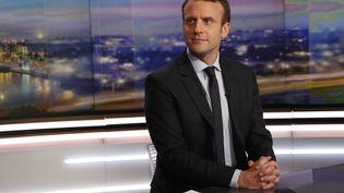 Emmanuel Macron sur le plateau du journal du 20H de TF1, le 1 février 2017. (PATRICK KOVARIK / AFP)