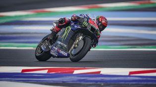 Fabio Quartararo (Yamaha), lorsde la première session qualificative du Grand Prix d'Emilie-Romagne, samedi 23 octobre 2021. (GIGI SOLDANO / AFP)