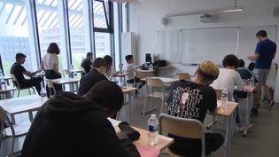 Après le report dû à la canicule, les épreuves du brevet des collèges ont commencé lundi 1er juillet avec le français. (FRANCE 3)