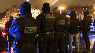 Manifestation de policiers devant l'Arc de triomphe à Paris, le 14 décembre 2020. (JULIEN MATTIA / ANADOLU AGENCY / AFP)