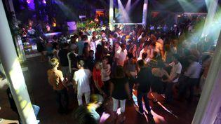 Chaque été, des milliers de personnes viennent à l'Amnesia au Cap d'Adge (Hérault) pour profiter des plus grands DJ. (CAROL AMAR / MAXPPP)