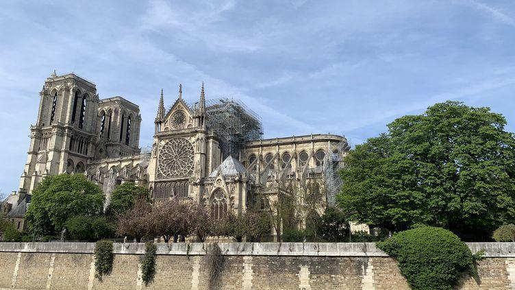 La cathédrale Notre-Dame de Paris le 18 avril 2019, trois jours après l'incendie. (JULIEN PASQUALINI / FRANCE-INFO)