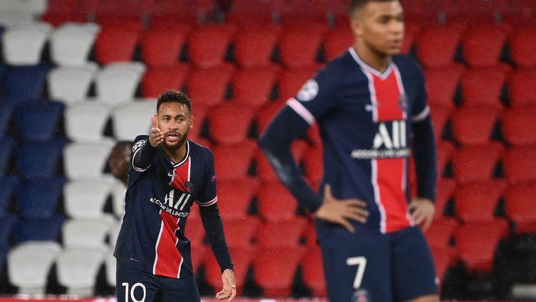 Neymar et Mbappé frustrés contre Manchester United. (FRANCK FIFE / AFP)