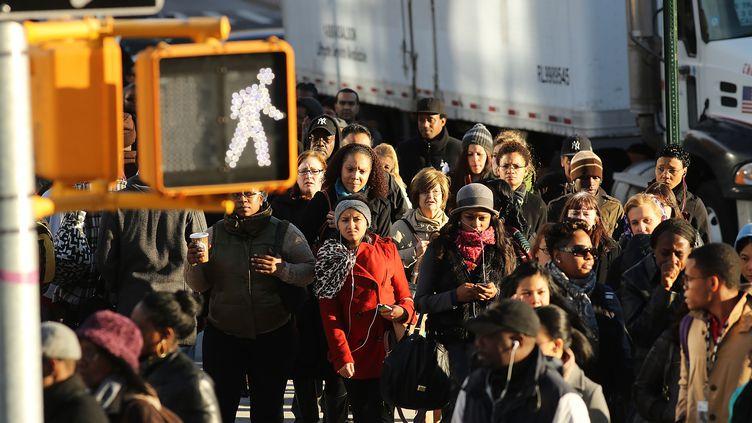 Dans une rue de New York (Etats-Unis), le 1er novembre 2012. (SPENCER PLATT / GETTY IMAGES NORTH AMERICA / AFP)