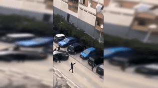 Extrait d'une vidéo tournée par un habitant de la cité de la Busserine à Marseille, lundi 21 mai 2018. (FRANCEINFO)