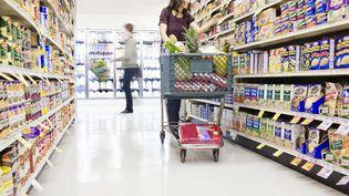 Chaque semaine, les Français passent, en moyenne, 2 heures et 41 minutes à faire des courses, selon une étude de l'Insee publiée le 22 janvier 2015. (GETTY IMAGES)