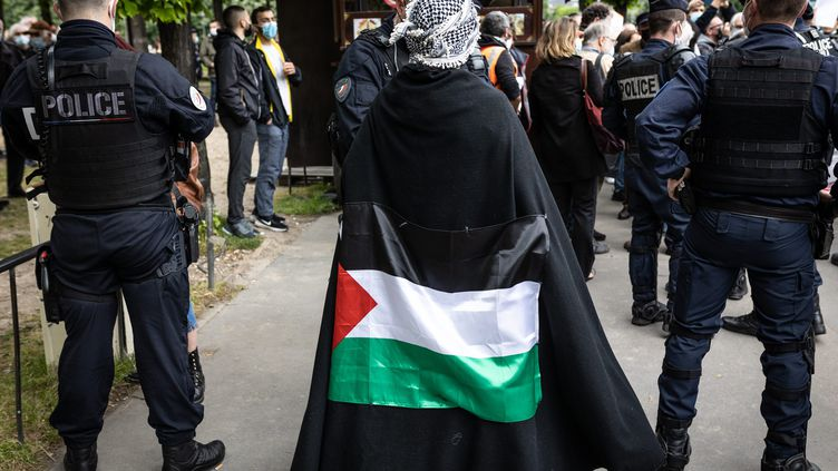 Une manifestation pro-palestinienne a été organisée le 12 mai 2021 devant les Invalides à Paris. (SADAK SOUICI / LE PICTORIUM / MAXPPP)