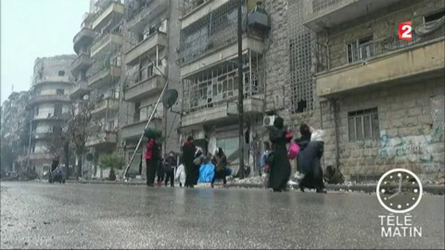 Syrie : après les bombes, l'évacuation des civils à Alep