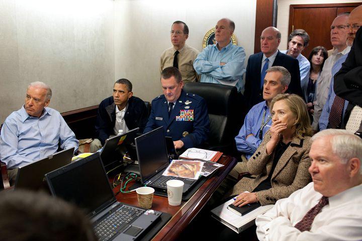 Le président Barack Obama assiste à une opération visant Oussama Ben Laden, depuis Washington (Etats-Unis), le 1er mai 2011. (EyePress / White House Photo / Pete Souza / AFP)