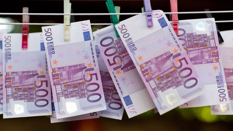 Les billets de 500 euros sont pointés du doigt par le ministère de l'Economie et des Finances français. (PATRICK PLEUL / DPA-ZENTRALBILD)