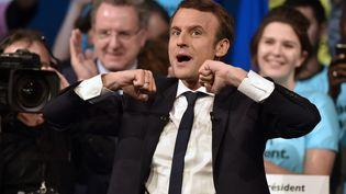 Emmanuel Macron, le 19 avril 2017 lors d'un meeting à Nantes (Loire-Atlantique). (JEAN-SEBASTIEN EVRARD / AFP)