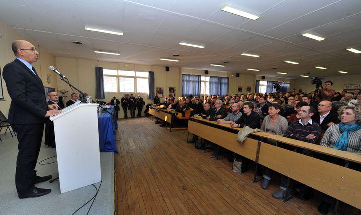 Harlem Désir a prononcé un discours applaudie devant les militants, le 5 avril à Limoges (Haute-Vienne). (PASCAL LACHENAUD / AFP)