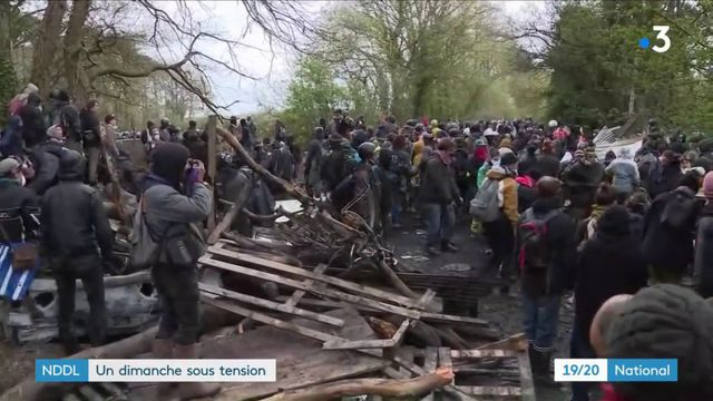 Notre-Dame-des-Landes : les opposants tentent de forcer les barrages des gendarmes