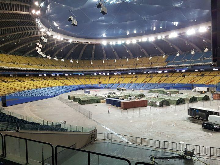 Une entrée dérobée m'a permis de découvrir l'imposant stade olympique des Jeux de 1976. (CECILIA BERDER / FRANCEINFO / RADIO FRANCE)