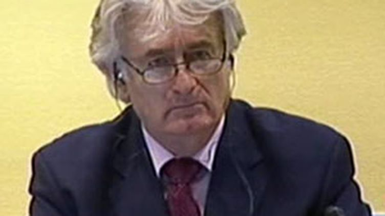 L'ancien chef politique des Serbes de Bosnie Radovan Karadzic lors de son procès, le 3 novembre 2009. (© France 2)