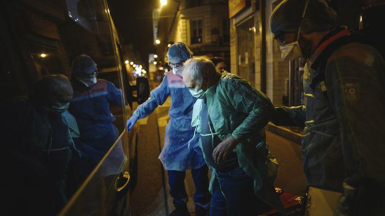 Les personnes âgées et le déconfinement. Des difficultés liées àla place que leur donne notre société, et à l'image qu'elle leur renvoie(Illustration) (LUCAS BARIOULET / AFP)