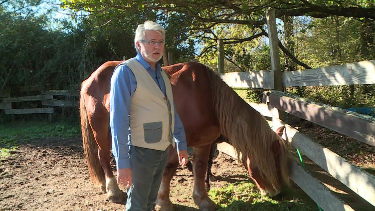 """Achdé dans son """"ranch"""" Gersois (Crédits : France Télévisions / E.Coorevits)"""