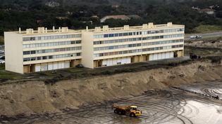 """6 janvier 2014 -L'immeuble dit """"Le Signal"""" sur le front de mer de Soulac-sur-Mer (Gironde) (JEAN PIERRE MULLER / AFP)"""