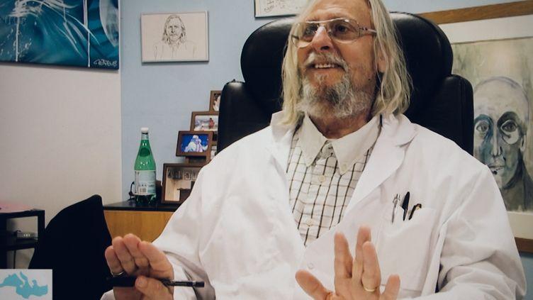 Le professeur Didier Raoult, de l'IHU Méditerranée Infection de Marseille (Bouches-du-Rhône), dans une vidéo mise en ligne par l'institut le 24 mars 2020. (THEO GIACOMETTI / HANS LUCAS / AFP)