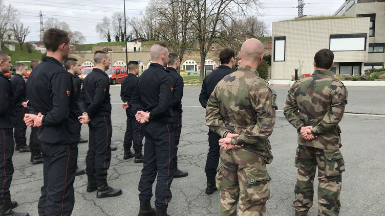Depuis mercredi, 2 militaires ont arrivés à la 26ème compagnie des Pompiers de Paris à Saint-Denis. Ils interviennent à leur côté pour assister des malades du COVID-19. (JÉRÔME VAL / FRANCE-INTER)