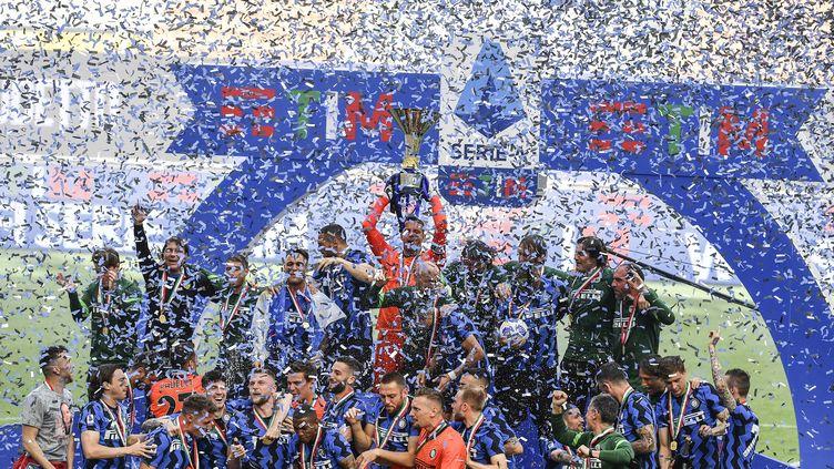 Qui succèdera à l'Inter Milan, vainqueur du Scudetto la saison dernière le 23 mai 2021 ? (ISABELLA BONOTTO / ANADOLU AGENCY / AFP)