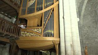 L'orgue en forme de coque de bateau de la basilique Saint-Sauveur à Rocamadour. (France 3 Midi-Pyrénées / P. Hoareau)